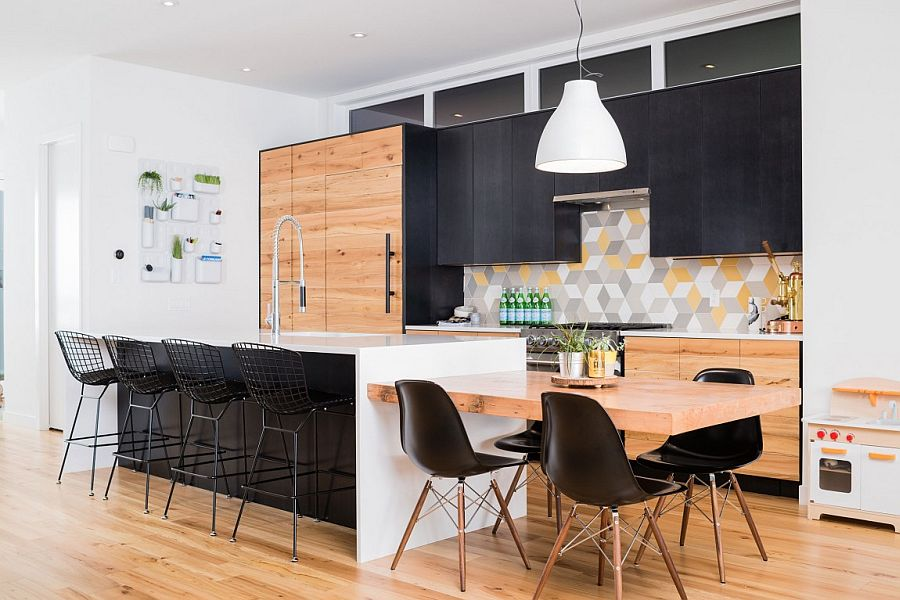 Kitchen with dark cabinets, geometric tiles and a smart island