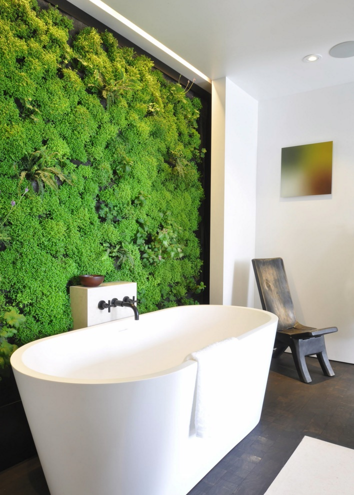 Living wall in a modern bathroom