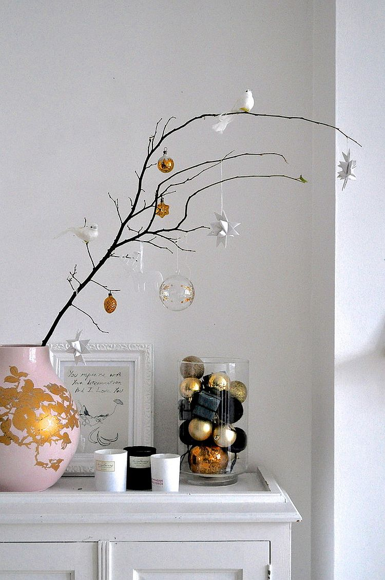 Minimal decorating idea looks great beyond the holiday season [From: A Few Things from My Life]