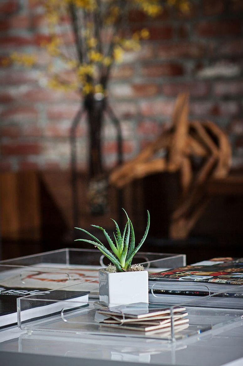 Modern and minimal coffee table styling idea