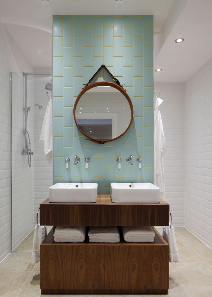 Modern bathroom with tile