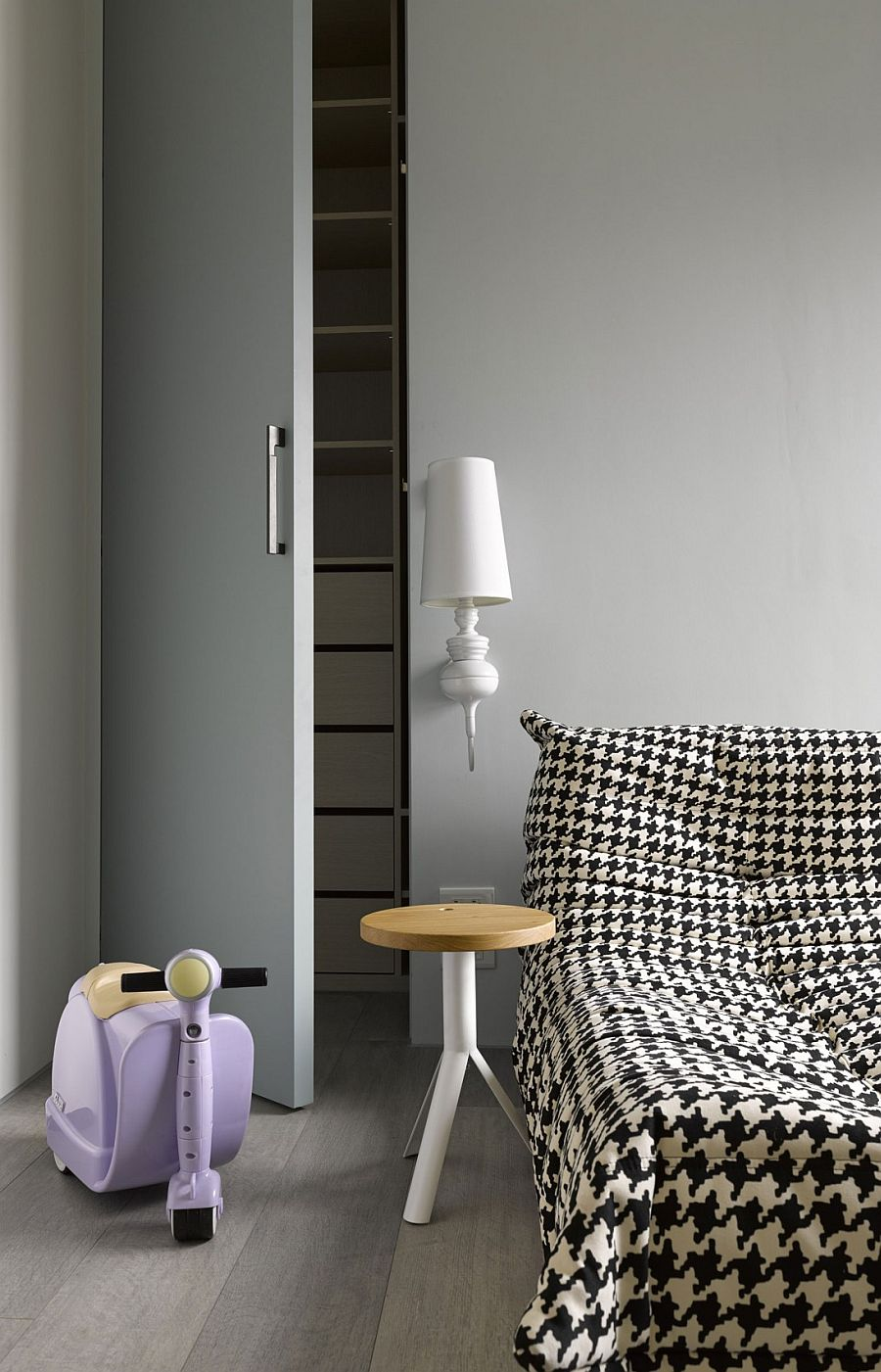 Modern minimal kids' room decor idea