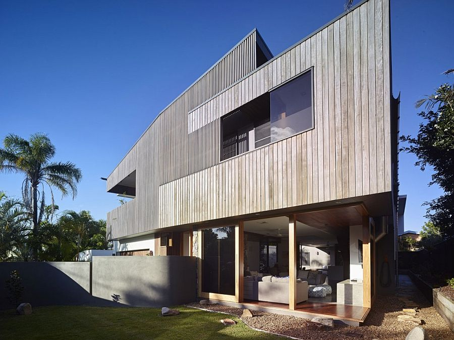 Natura materials and timber give the Aussie home a distinct coastal vibe