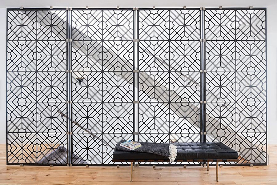 Partition in the living area inspired by Mediterranean design