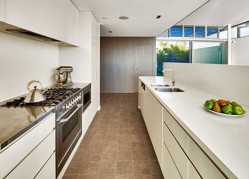 Simple and efficient kitchen design with a long island