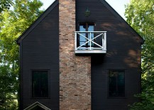 Stunning-Scandinavian-style-cabin-with-a-Juliet-balcony-that-offers-amazing-views-217x155
