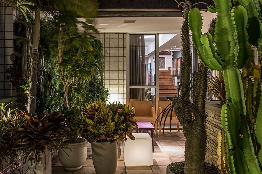 There is no shortage of greenery at this classy Brazilian Top House