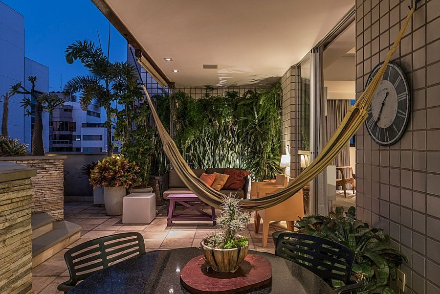 Top level hangout with a hammock, pool and a relaxation zone