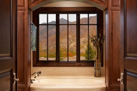 A touch of extravagance for the traditional bathroom 270x180 Framed to Perfection: 15 Bathrooms with Majestic Mountain Views