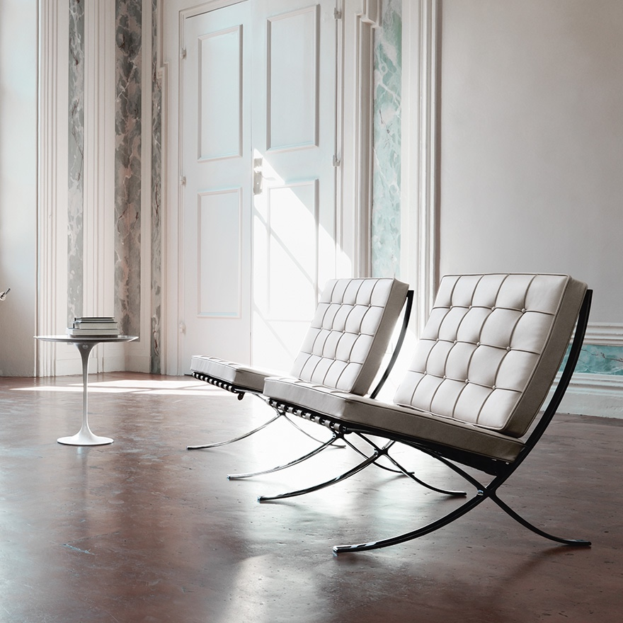 Barcelona Chairs with Saarinen side table