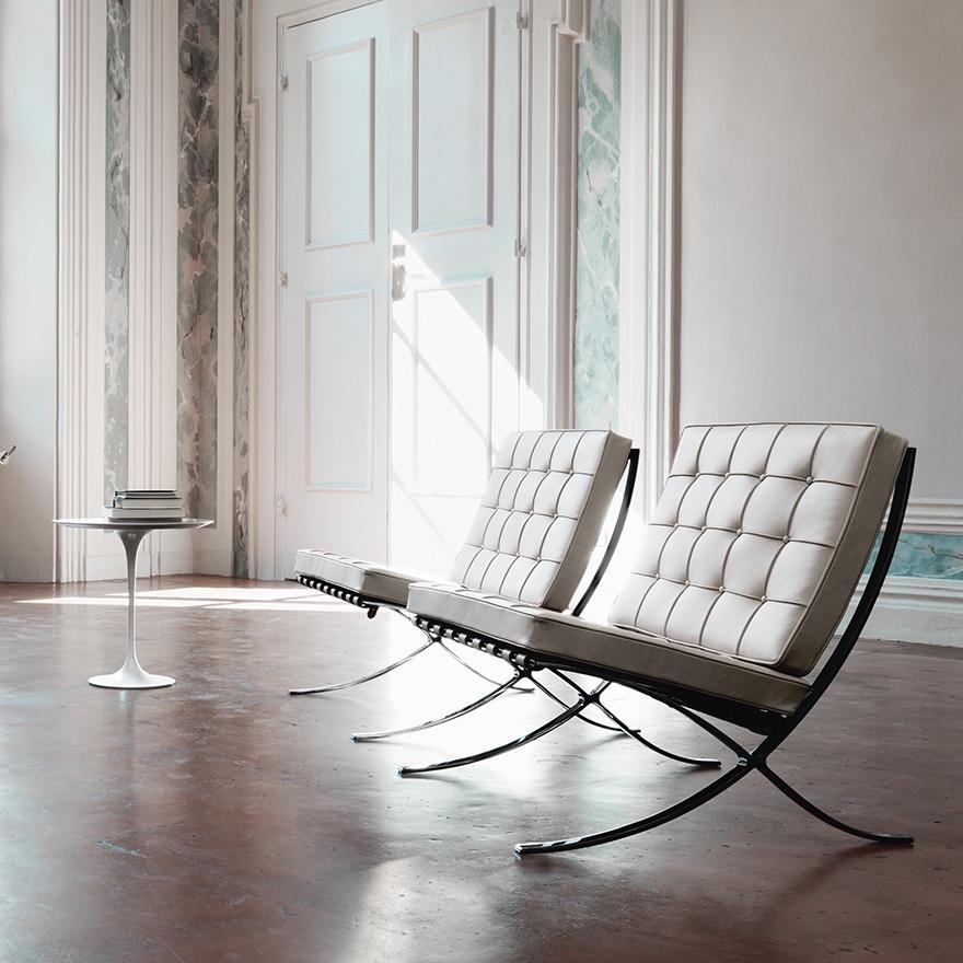 Barcelona Chairs with Saarinen side table