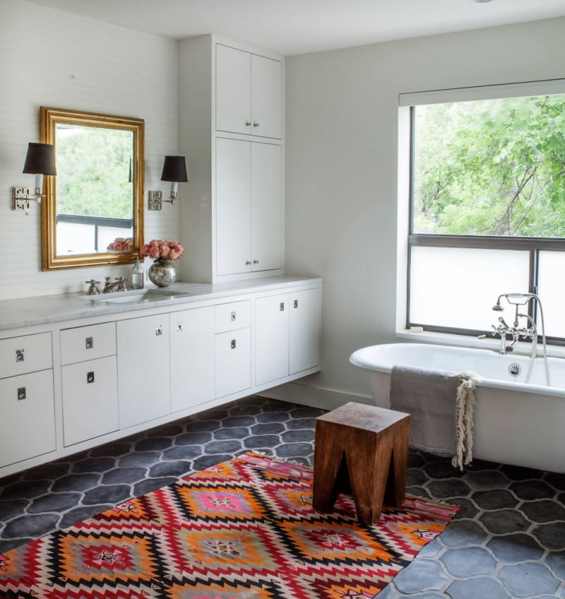 Bathroom with a colorful kilim rug