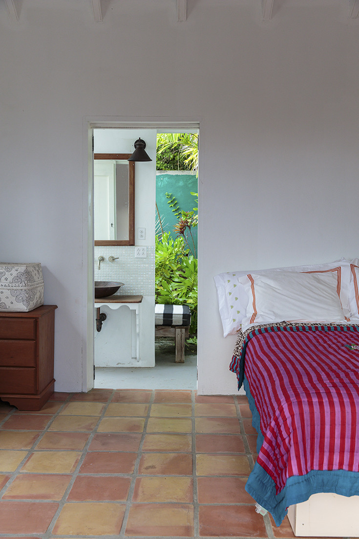 Bedroom with a tropical view Through the Doorway: 10 Rooms with an Interior View