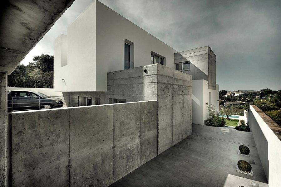 Concrete extreior of private home in Spain with smart entrance