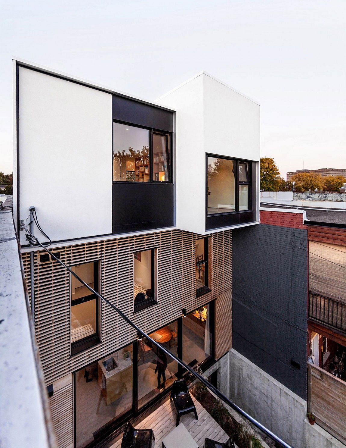 Contemporary extension for a 1930s duplex in Montreal
