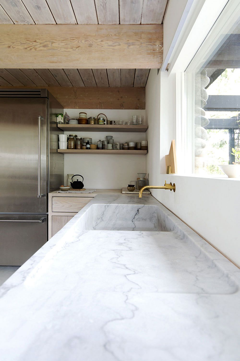 Custom marble counter monolith worktop in the kitchen