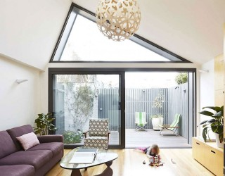 Big Little House: Classic and Contemporary Entwined with Light-Filled Functionality