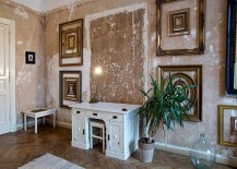 Empty-frames-used-to-create-dramatic-wall-art-in-the-home-office-217x155