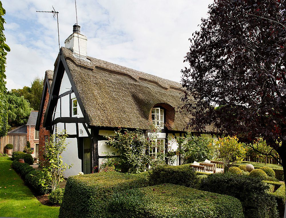 Exterior of 18th-century English cottage