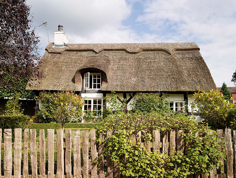 Exterior of thatched cottage in Knutsford, England