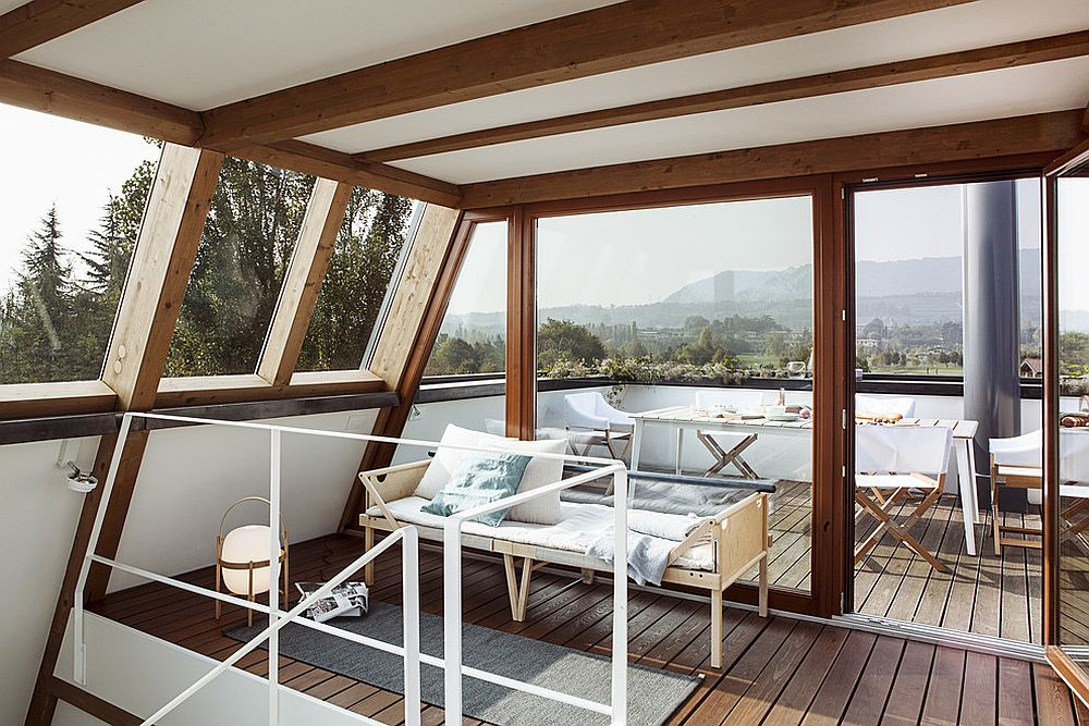 Fabulous rooftop sunroom also doubles as dining zone [From: MORETTI MORE]