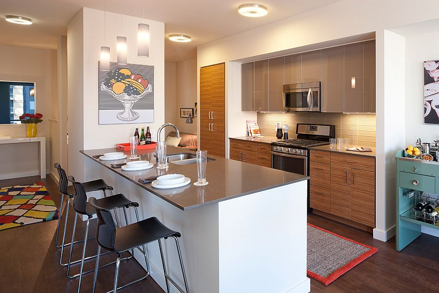Functional kitchen with a smart island and a breakfast zone