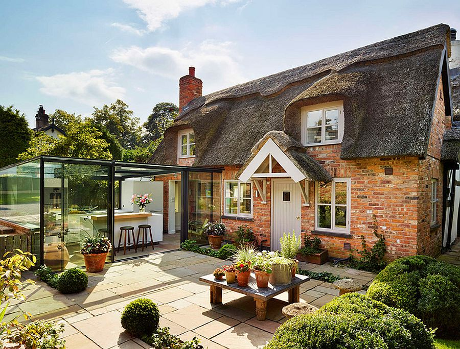 Glass kitchen extension leaves the original cottage extension untouched