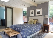 Gray-accent-wall-for-the-spacious-modern-bedroom-217x155