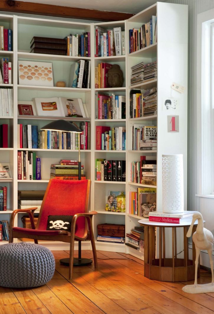 10 Rooms with Corner Shelving