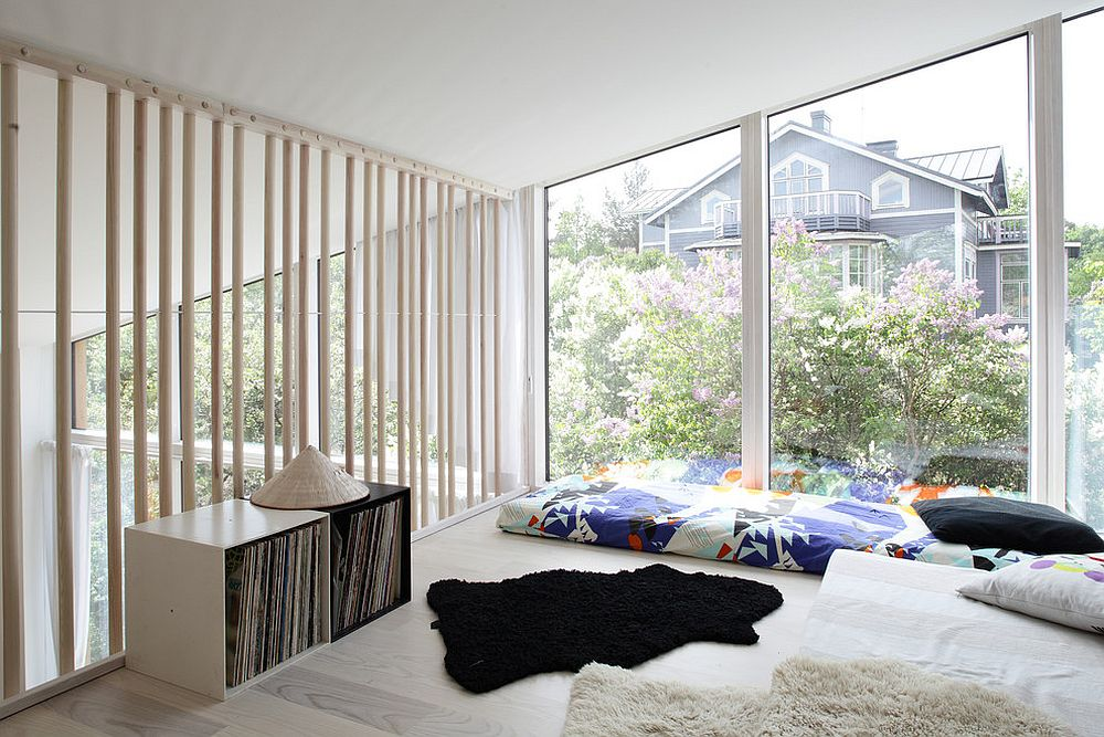 Keep your decor additions to a minimum in the modern Scandinavian sunroom