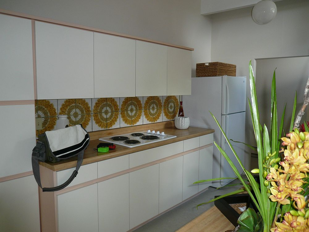 Kitchen of the Californian home before renovation