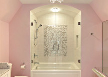 Light pink walls in an elegant bathroom