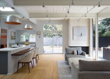 Living-area-of-the-Palo-Alto-house-with-an-indoor-outdoor-design-217x155