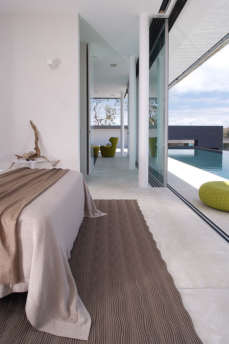 Minimal master bedroom that opens up towards the ocean