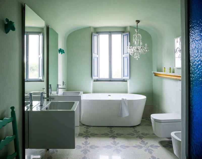 Bathroom color schemes to explore this spring for Spring bathrooms