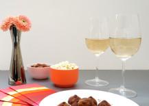 Modern Valentine's Day table idea