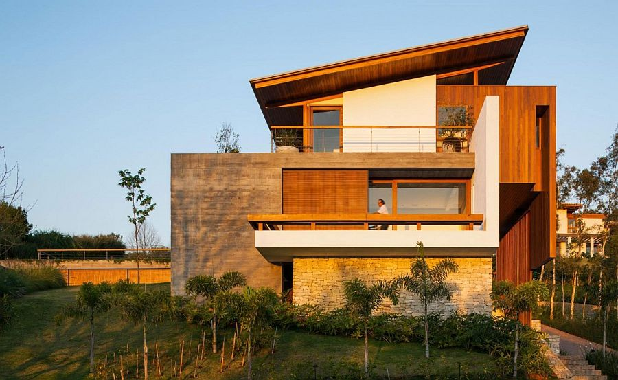Modern vacation home in concrete, wood and stone