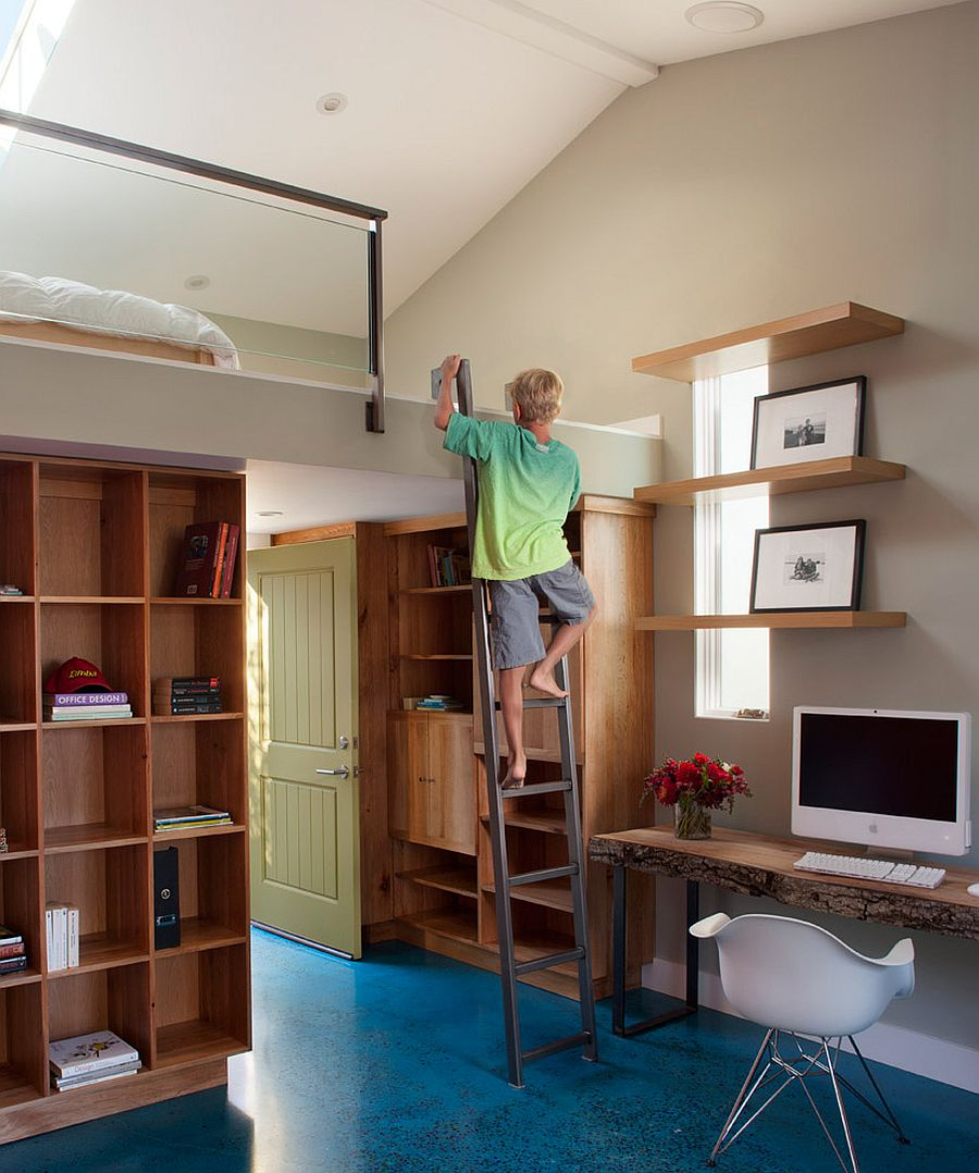 Play loft in the kids' bedroom is a cool space-saver