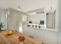 Polished contemporary kitchen in white