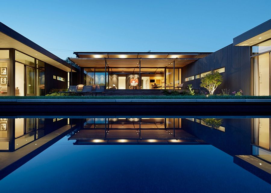 Relaxing and expnasive courtyard with pool