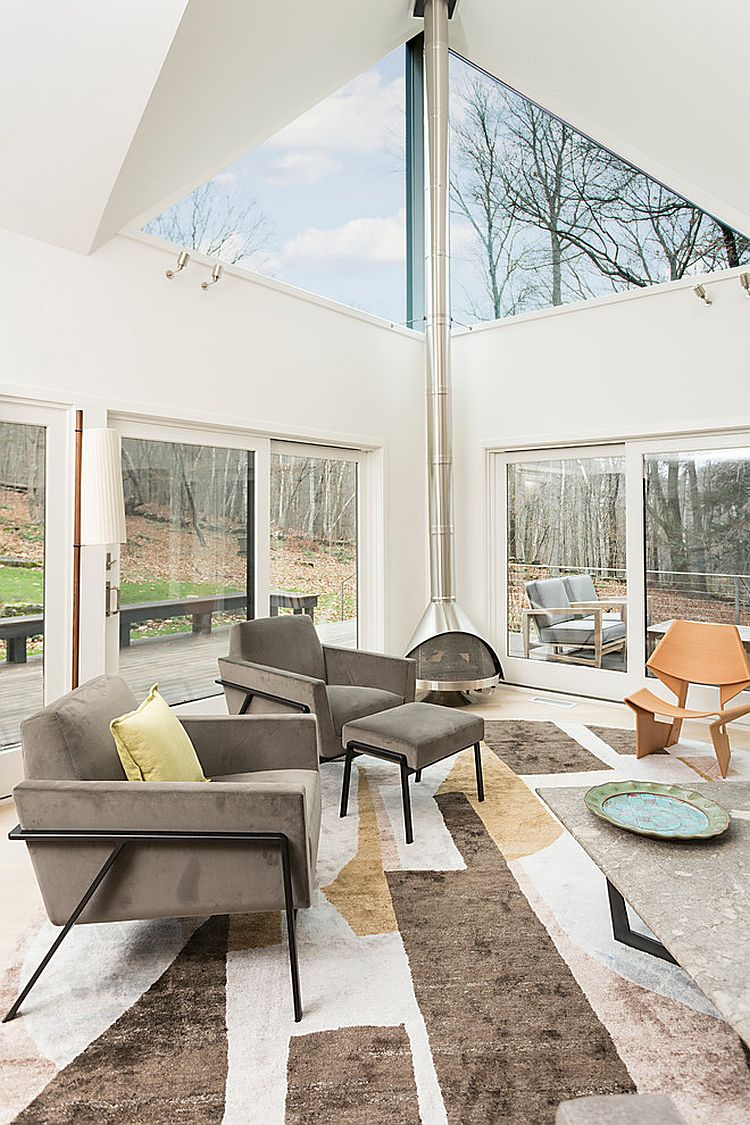 Scandinavian and contemporary styles rolled into one inside the breezy sunroom [Design: Billinkoff Architecture]