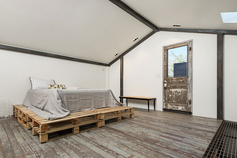 Shabby chic bedroom with pallet bed