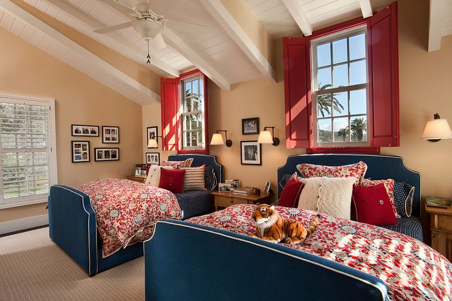 Shutters in the beach style kids' room instantly draw your attention [Design: Smith Brothers]