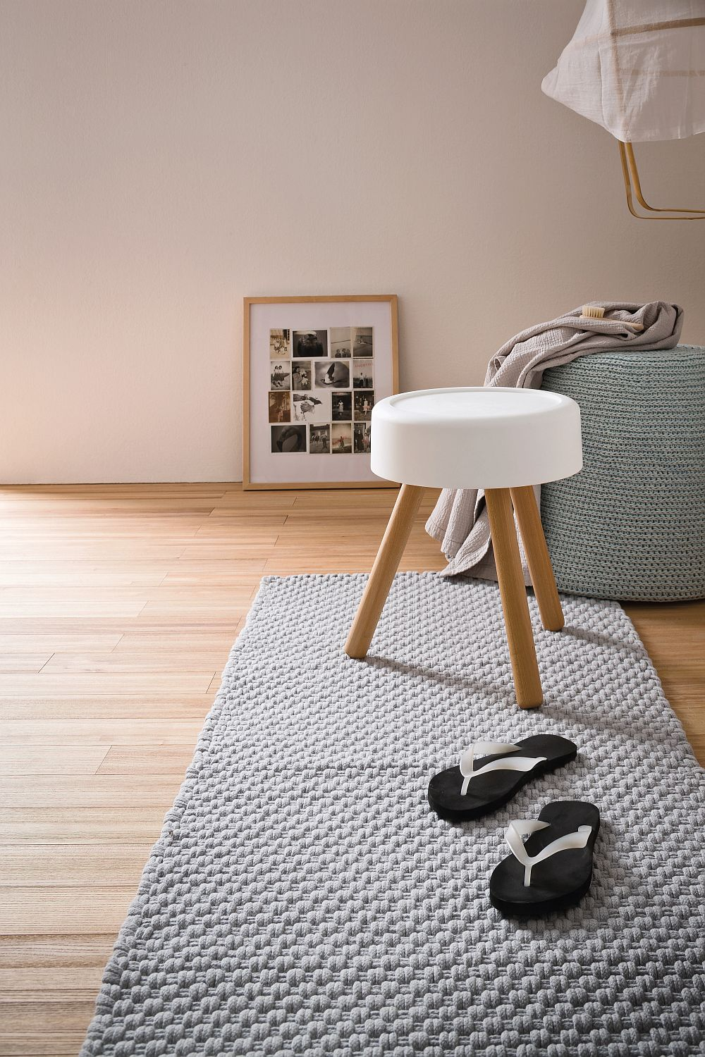Simple stool that combines aesthetics with ergonomics
