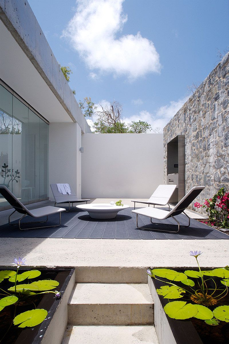 Small courtyard offers privacy at the oceanside home