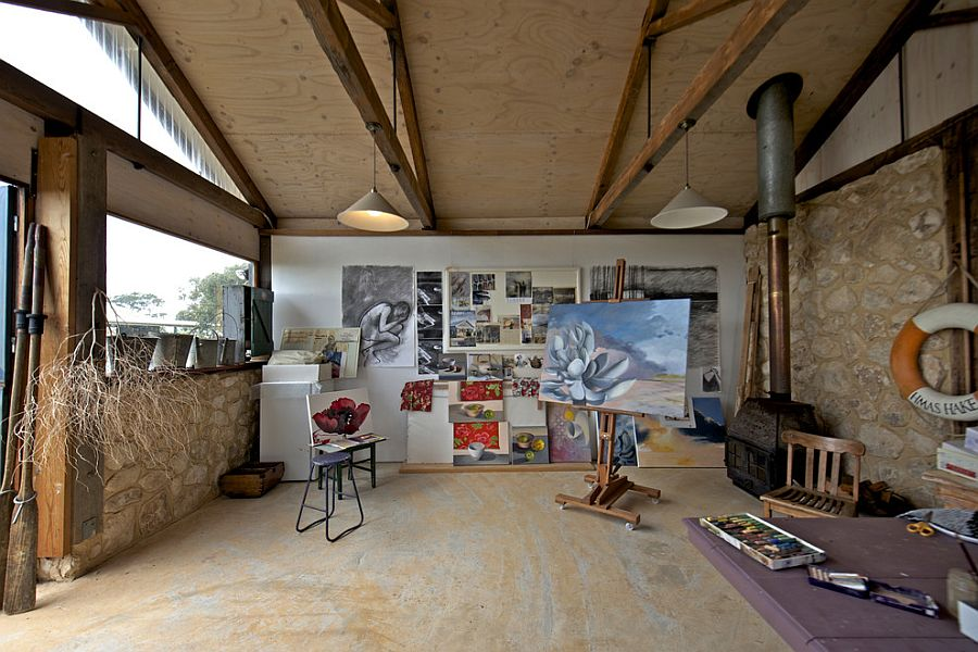 Spacious home studio with ample natural ventilation [Photography: Jeni Lee]