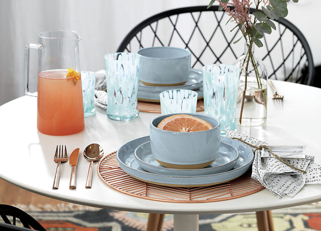 Pastels, Metallics and Other Spring Tableware Trends