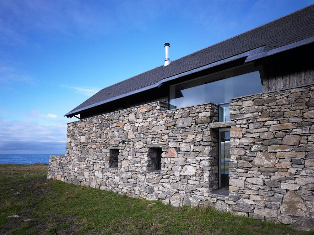 Stone wall gives the classic element to the modern home
