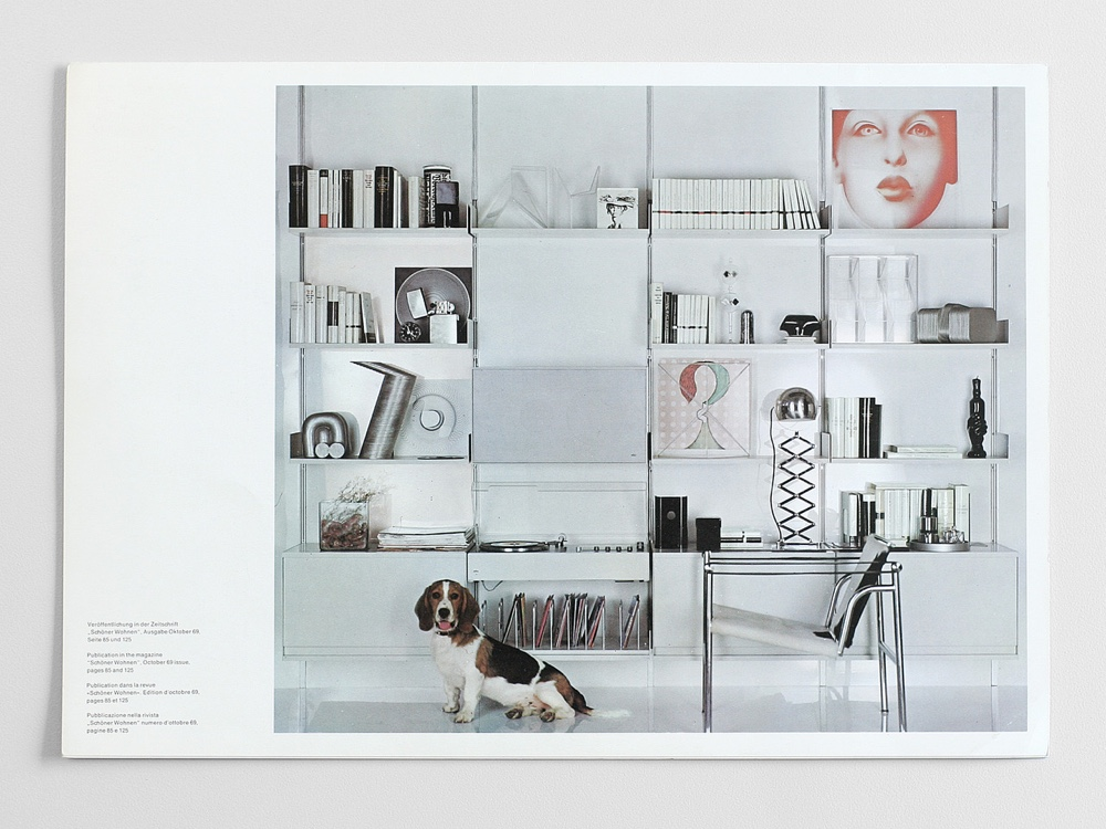 In 1969, German interiors magazine Schöner Wohnen featured the RZ 60 shelving system (the 606 Universal Shelving System) propped with once modern, now timeless, artefacts. The beagle was owned by a friend of Niels Vitsœ. Image via vitsoe.tumblr.com.