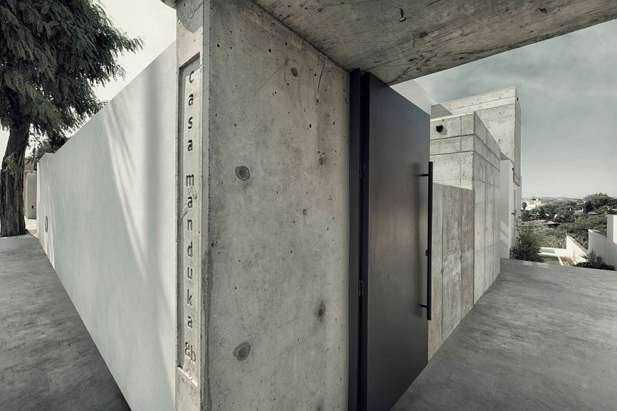 Unpolished concrete shapes the exterior of Casa Manduka in Spain
